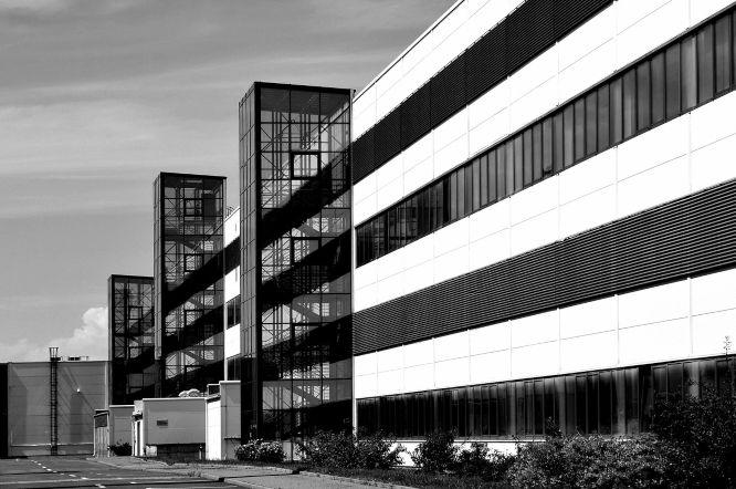 factory-line-glass-composition-1057474_