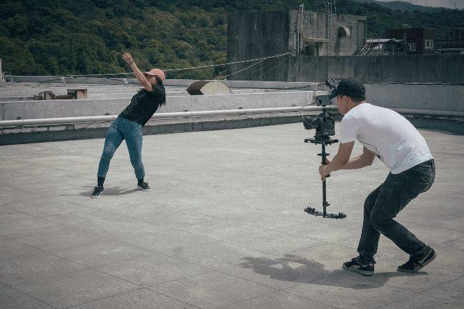 video-filming-chris-yang-4a63A6Gtiio-unsplash